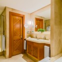 she1467gb-125465-double-deluxe-room-bathroom